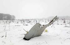 Un avión se estrella a las afueras de Moscú