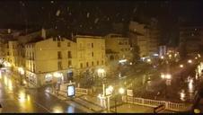 Nevando a primera hora de la noche en Tudela.
