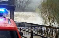 Así baja el río Ultzama por el batán de Villava