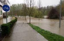 Así está la zona afectada de la Magdalena a las diez de la mañana, hora a la que se esperaba el repunte de las inundaciones