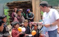 La huella de Paco, el guardia civil navarro que falleció en Nepal siendo voluntario