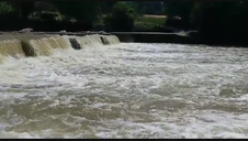 El río Arga a su paso por el polígono de Landaben