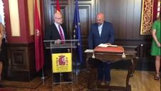 José Luis Arasti toma posesión como delegado del Gobierno en Navarra