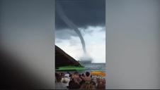 Un tornado en el Mar Negro sorprende a decenas de bañistas