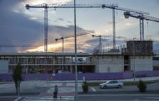 Vista parcial de las obras del centro de Salesianos, frente a  la Ciudad deportiva de Sarriguren.