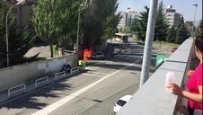 Un coche arde en Burlada