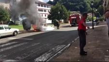 Incendio accidental de un coche en Elizondo (II)