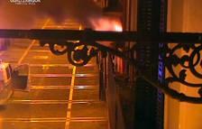 Momento del incendio en el número 55 de la calle Mayor de Pamplona.