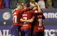 Los jugadores de Osasuna celebran el tanto de Roberto Torres frente al Málaga, que supuso el 2-1.