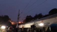 Un muerto y seis heridos tras descarrilar un tren entre Terrassa y Manresa