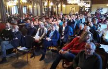 En primer término, miembros de la Directiva de Osasuna durante el acto en el Nuevo Casino.