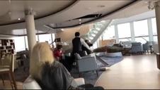 Fuerte oleaje en la evacuación de los pasajeros del crucero en Noruega