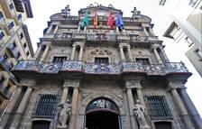 Vista de la fachada principal del ayuntamiento de Pamplona.