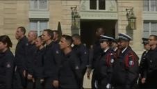 Los bomberos que salvaron Notre Dame, homenajeados en el Elíseo