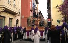 En la imagen, el paso de la 'Última Cena', a su salida de la sede de la Hermandad de la Pasión de Pamplona.