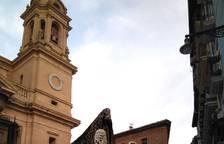La Dolorosa sale del atrio de la Catedral.