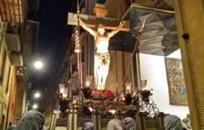 El Cristo Alzado entra ya en la sede de la Hermandad de la Pasión