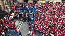 Llegada del C.A. Osasuna al Ayuntamiento de Pamplona