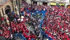 Afición y equipo celebran el ascenso en la Plaza Consistorial