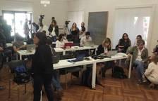 Multitud de medios siguiendo en directo la constitución del Ayuntamiento de Pamplona.