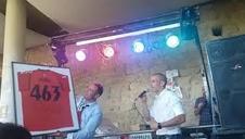 Puñal regala a Allepuz una camiseta conmemorativa de un récord