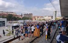Manifestantes en Girona interrumpen la circulación en la estación de Rodalies.
