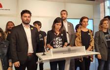 Gabriel Rufián, Marta Vilalta y Anna Caula, junto a diputados y dirigentes de ERC.