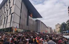 Unos 6.000 concentrados en Girona ante la Delegación de la Generalitat.