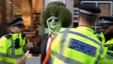 Arrestado un hombre disfrazado de brócoli en Londres