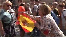 Detenido en Tarragona por golpear a una mujer que llevaba una bandera española