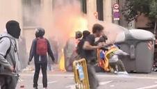 Barricadas en la sede de la Jefatura de Barcelona