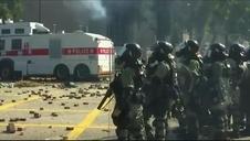 La Policía utiliza cañones de agua para dispersar nuevas protestas en Hong Kong