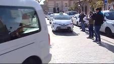 Los taxistas de Alcalá se concentran para condenar el asesinato de un compañero