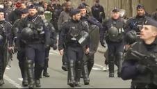 Macron se enfrenta en la calle a protestas sindicales y de chalecos amarillos