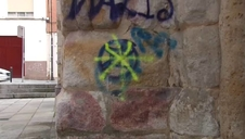 Pintadas vandálicas destrozan la fachada de la Iglesia de San Esteban, en Zamora
