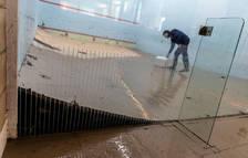Foto del parqué del squash de Amaya, que ha quedado levantado.