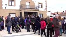 Emotivo minuto de silencio en Ayegui en memoria de los dos niños muertos en Estella