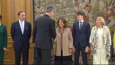 El Rey recibe en audiencia a la viuda de Gregorio Ordóñez y a su hijo con motivo del 25 aniversario de su asesinato