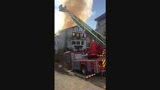 Vídeo: Labores de extinción del incendio de una vivienda en Irurozqui