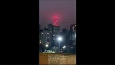 El Empire State Building de Nueva York se ilumina en honor a los profesionales médicos