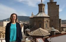 Leire Alemán, en la suite de la última planta del hotel Maisonnave, con espectaculares vistas a la torre de San Cernin.
