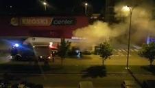 Vídeo de Bomberos de Navarra sofocando el incendio de un contenedor en Mutilva
