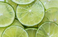 Rodajas de limón recién cortadas