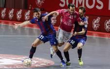 Foto del partido entre Viña Albali Valdepeñas y Levante de semifinales de la lucha por el título de liga de fútbol sala.