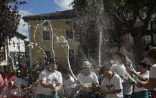 Un grupo de menores, en el arranque de las fiestas de Alsasua de una edición anterior.