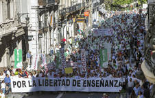 Manifestación de la Plataforma por la Libertad de Enseñanza, la Federación Católica de Asociaciones de Padres de Alumnos y el sindicato USO, en Valencia.