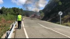 Vídeo: Arde un camión cargado de paja en Nagore