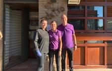 Los dueños de El Txikito Iñaki Lizarraga junto con Fabiene Reway, a su dcha., y Cristina Reway, cocinera.