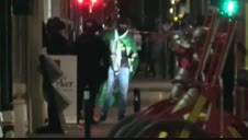 Vídeo: Se entrega en Francia un hombre tras retener a seis personas en un banco durante horas