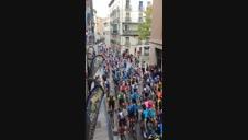 Vídeo: Los ciclistas recorren la Cuesta de Santo Domingo